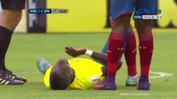 Un footballeur simule un malaise pour échapper à son