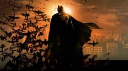 Batman aparece y promete a los niños protegerlos de los 'scary