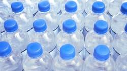 Una cadena de supermercados dejará de vender agua en botellas de
