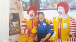 Lo que una mujer de 90 años que trabaja en McDonald's puede enseñarnos sobre la