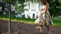Melania Trump usó unos Louboutin para plantar un árbol... sí, ya es un