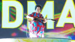 À 81 ans, une guitariste rock fait sensation à