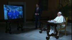 Le pape François jase avec les