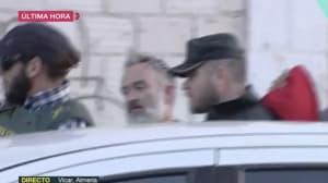 Una multitud intenta agredir a Ana Julia cuando se la llevaba la Guardia