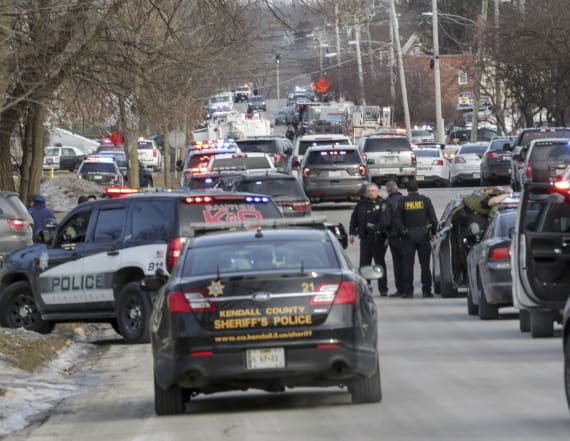 5 killed as gunman opens fire at Illinois warehouse