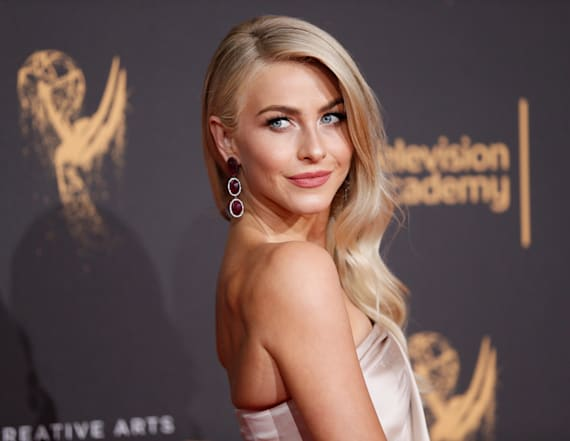 Julianne Hough to star in sitcom