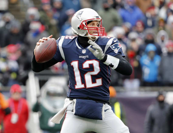 Patriots QB Brady to play, wear gloves vs. Jaguars