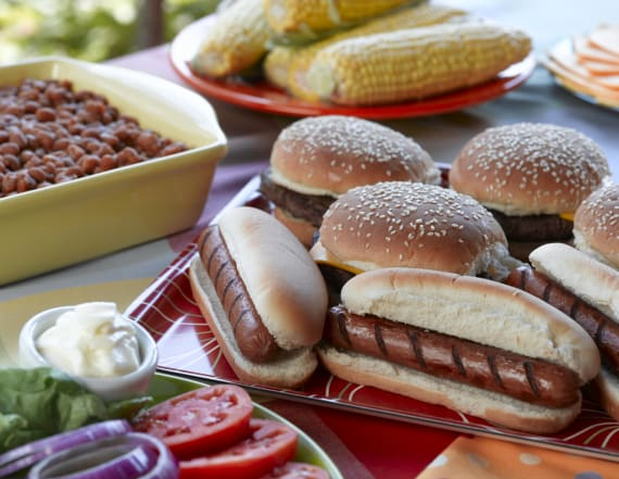 Hot dog or hamburger buns? Americans pick a favorite