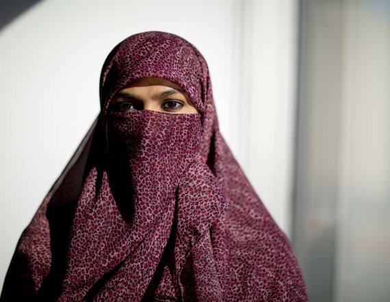 Quebec to ban face coverings in public sector