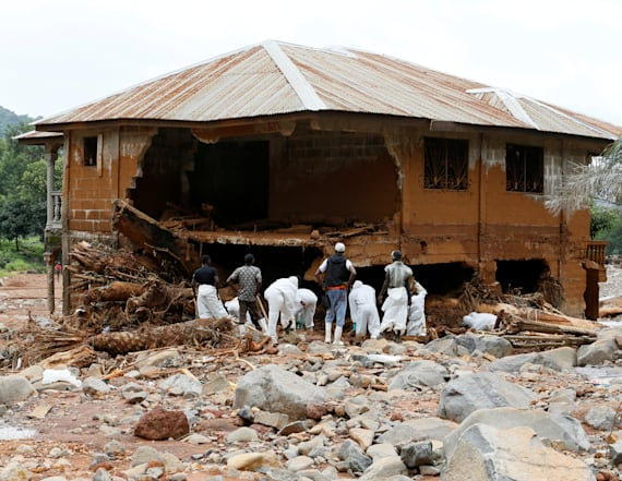 Nearly 500 dead pulled from Sierra Leone mudslide