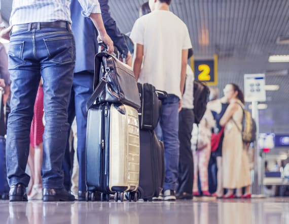 10 foods you should never, ever buy at the airport