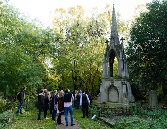 London tourists are heading to the graveyard