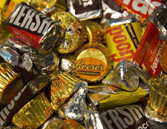 Man sues Hershey for underfilling their boxes