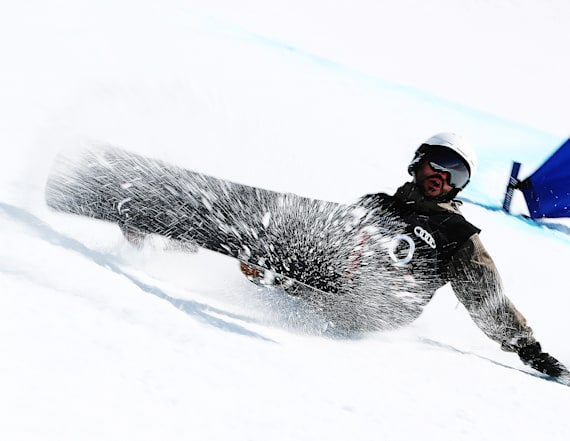 Young amputee learns to snowboard from Paralympian