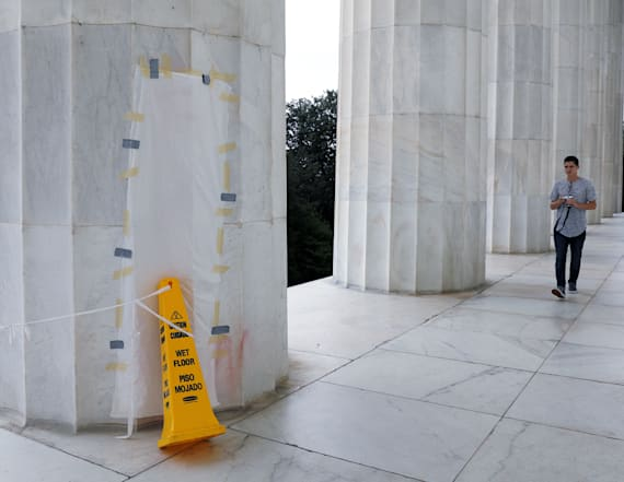 Lincoln Memorial defaced with expletive