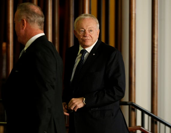 Jerry Jones confronted by protesters at NFL meetings