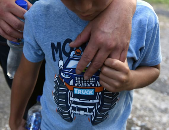 Judge suspends deportations of migrant families