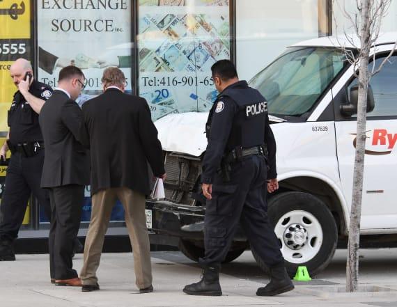 Cop draws praise for refusing to shoot van suspect