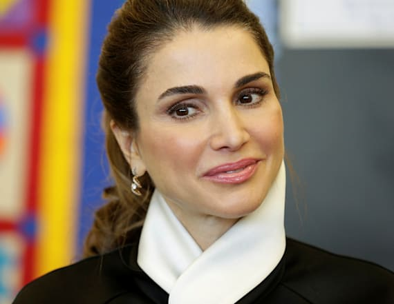 Queen Rania of Jordan visits young hospital patients
