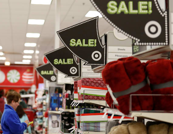 Study: Men to spend more than women on Black Friday