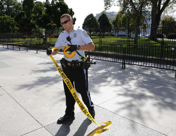 Authorities arrest person with guns near White House