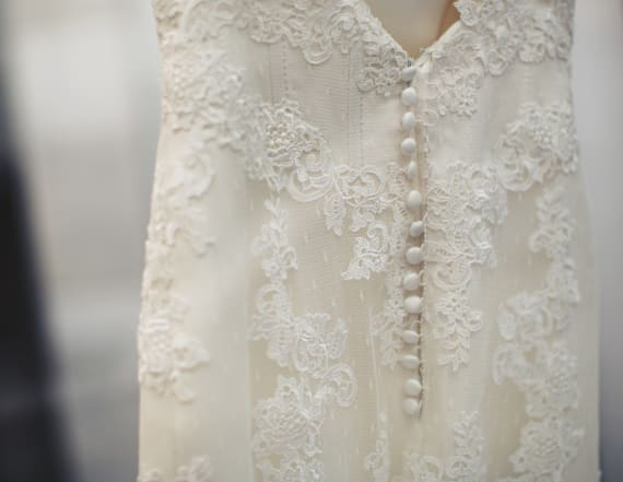Bride reportedly sues airline over wedding gown