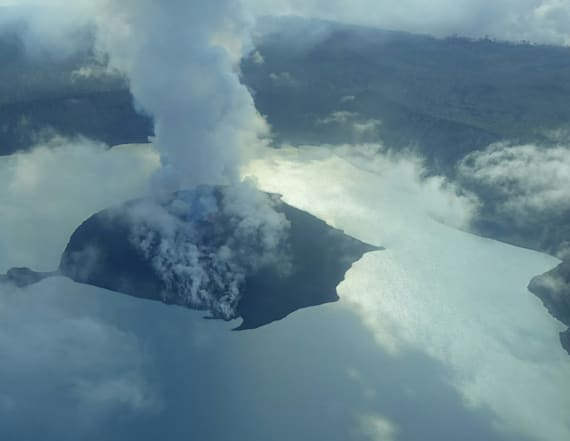 Vanuatu volcano threatens to erupt