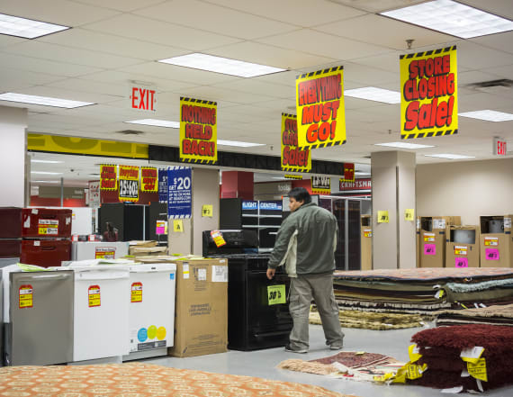 Sears deals huge blow to its stores