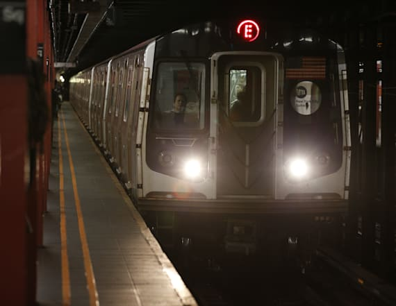 Derailment injures 34, halts NYC subway service
