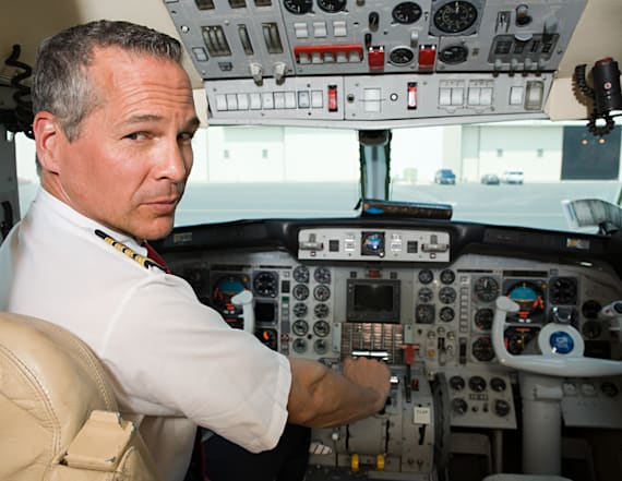 6 things pilots notice when they fly as passengers
