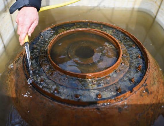 Divers retrieve World War Two 'bouncing bombs'