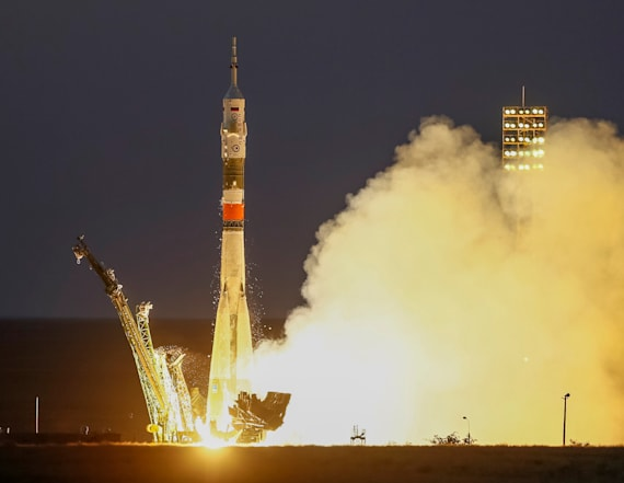 Three-man crew launches to space station