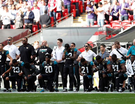 Players kneel to protest anthem, Trump in NFL game