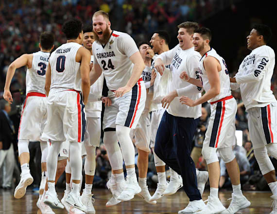 Gonzaga holds off South Carolina to reach final