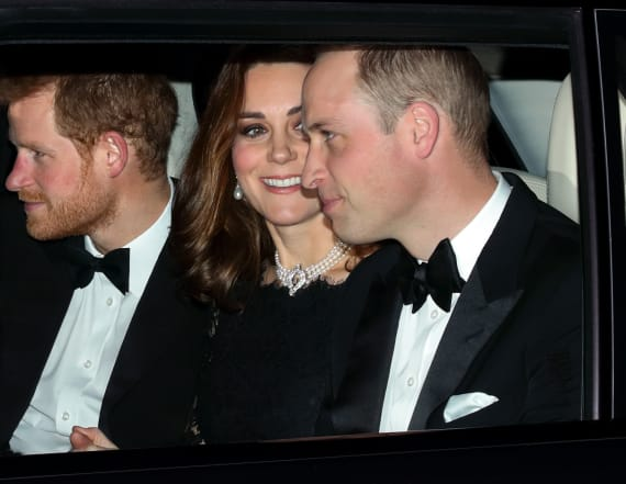 Kate steps out in choker for anniversary dinner
