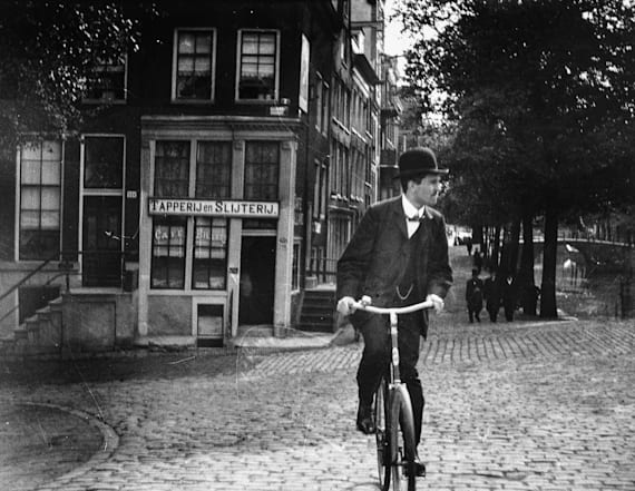 Gritty photos show bustling Amsterdam circa 1900