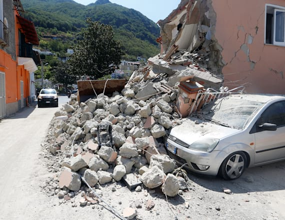 Deadly earthquake hits Italian holiday island