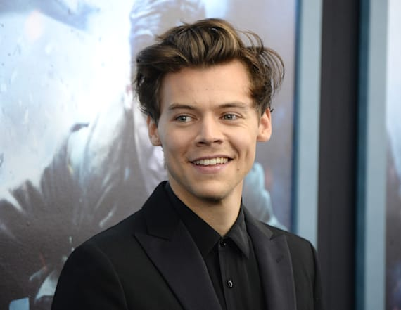 Everything Harry Styles says & does In 'Dunkirk'