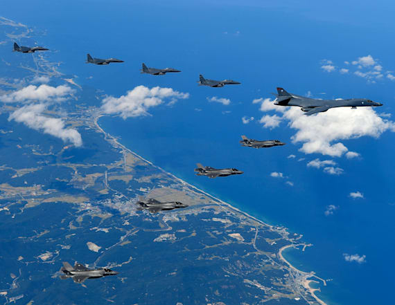 US Air Force stage show of force off N. Korean coast