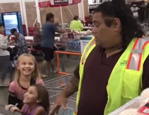 Cashier looks just like Maui from 'Moana'