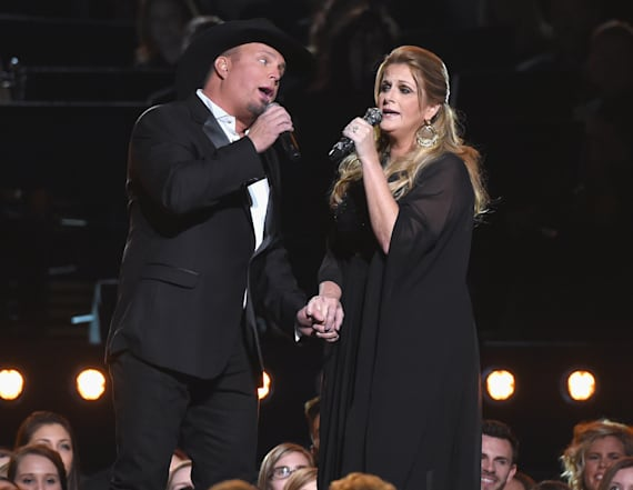 Brooks and Yearwood sneak in a kiss on CMAs stage