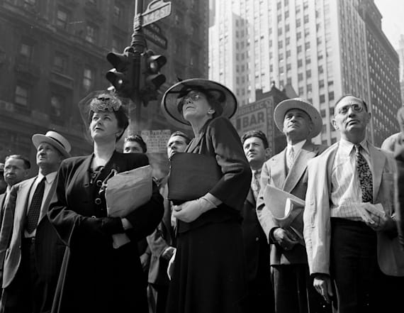 Tense photos capture anxious New Yorkers on D-Day