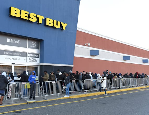 Hundreds flood to Best Buy for Black Friday