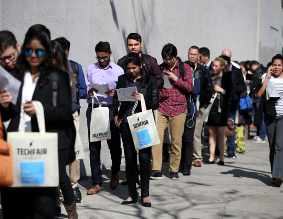 US weekly jobless claims rise