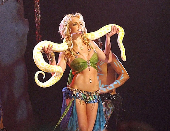 Remember Britney Spears' 2001 VMAs performance?