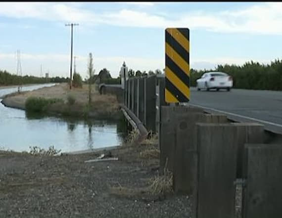 Deputies find man's body in car along canal