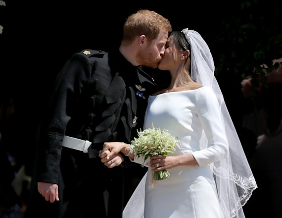 Who gave Meghan her bouquet at her wedding?