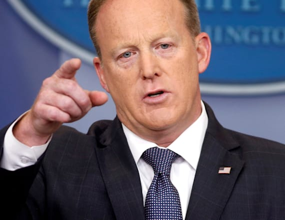 Spicer freaks out at reporter for texting him