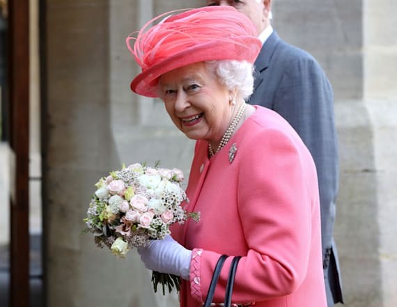 Real reason the queen carries a purse all the time