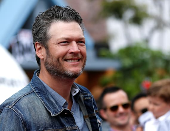 Kelly Clarkson defends 'sexy' Blake Shelton
